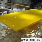 Mesa em alto brilho amarelo