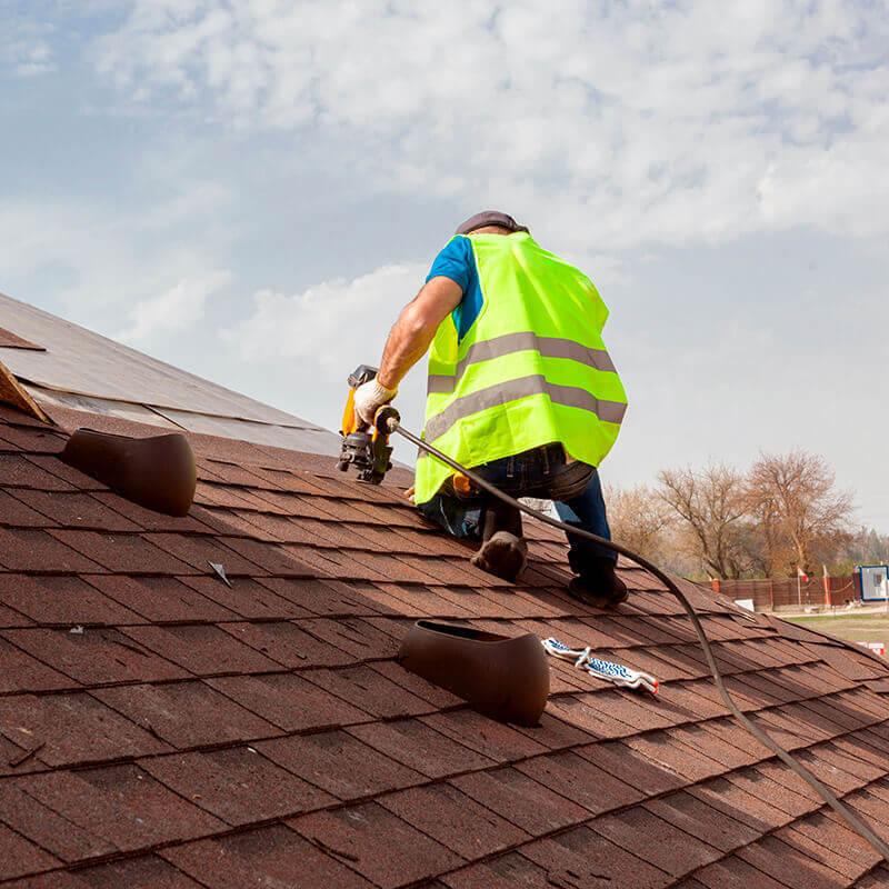 Pedreiro para telhados e telhas